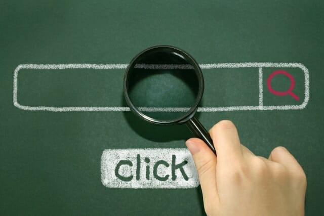 検索エンジンで検索する様子