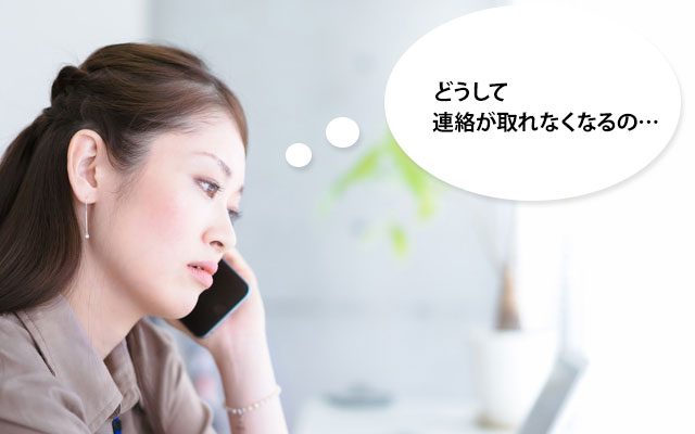 応募者に電話をかける採用担当者
